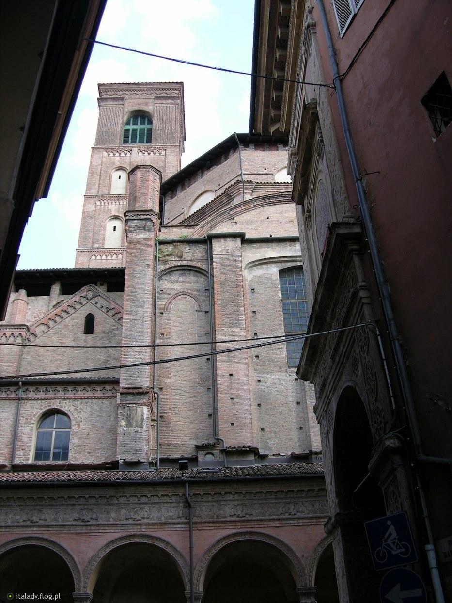 Bologna, Basilica San Giacomo Maggiore, 1.08.2011. - Fotoblog italus ...
