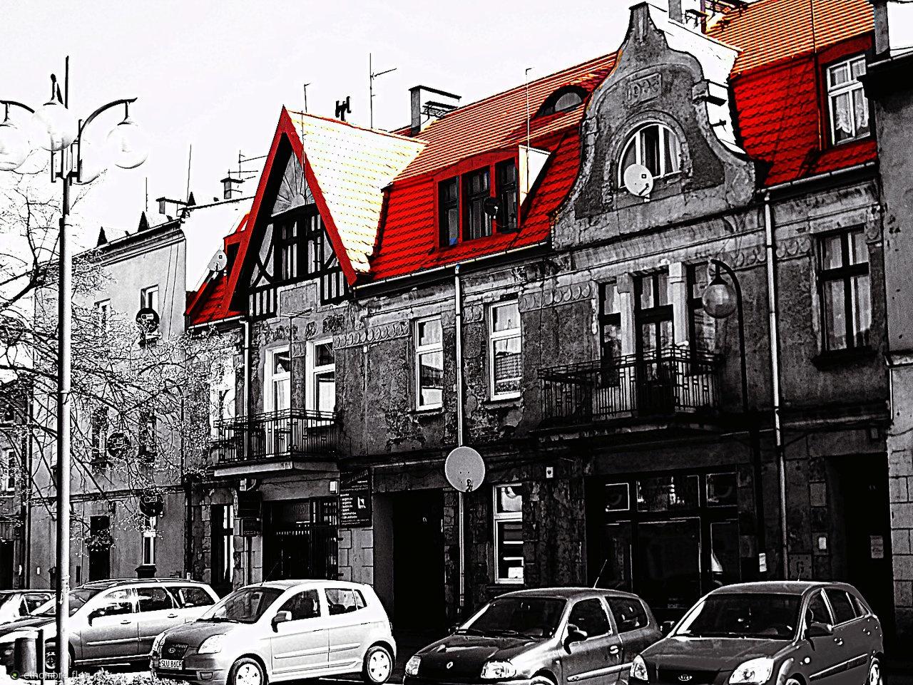 pod czerwonym dachem ...