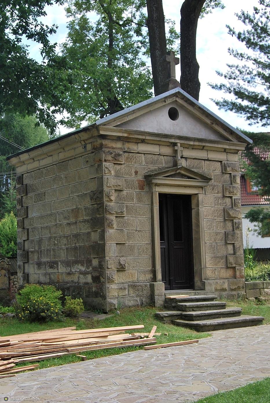 Kaplica grobowa w Łętowni