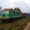 EU07-195 :: 19 czerwca 2010 - Poznani<br />anka z węglarkami na haku<br /> podczas postoju w Czecho<br />wicach-Dziedzicach.